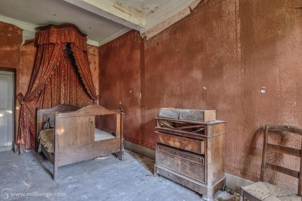 photo-chateau-baldaquin-lost-castle-decay-4