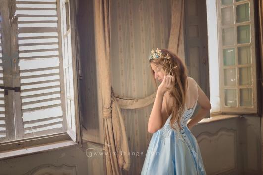 photo-chateau-baldaquin-robe-azur-lost-castle-decay-5