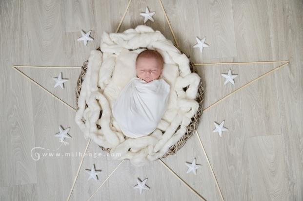 photographe-saintes-bebe-nouveau-ne-grossesse-bordeaux-etoile-posing.7