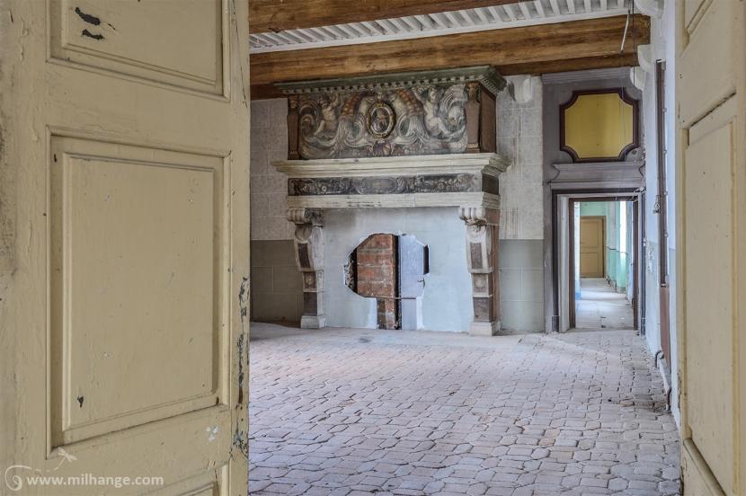 photo-urbex-chateau-archeologue-louanges-abandonne-3