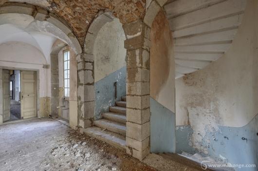 photo-urbex-chateau-archeologue-louanges-abandonne