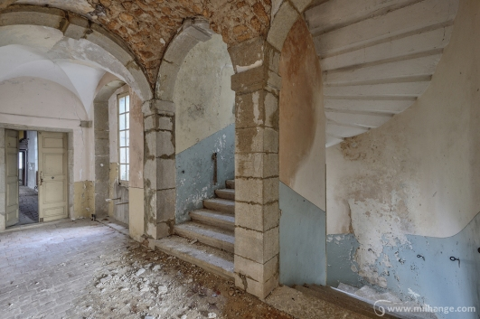 photo-urbex-chateau-archeologue-louanges-abandonne