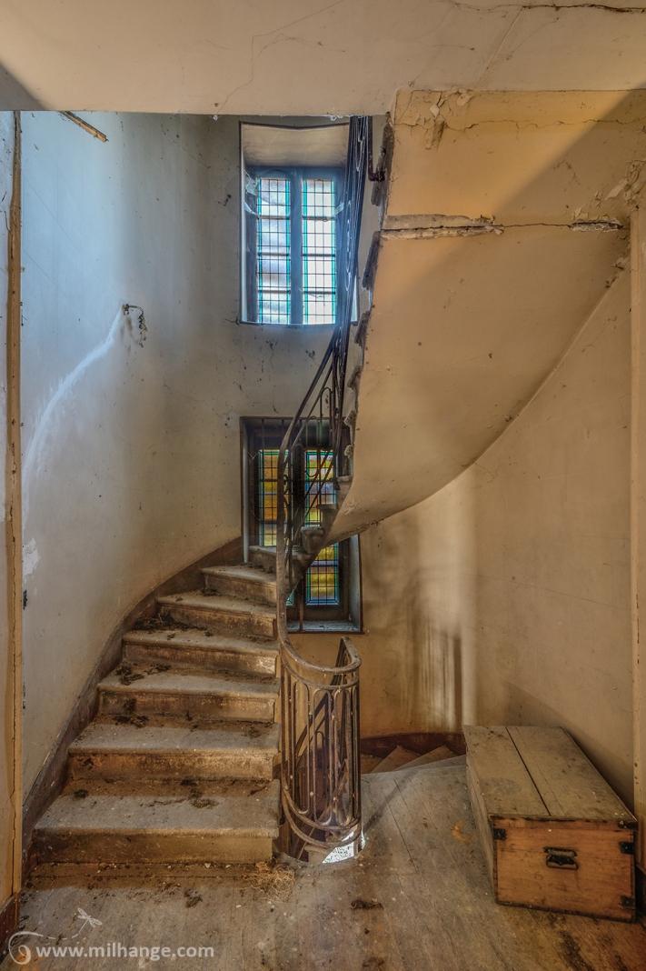 photo-urbex-chateau-des-chimeres-medecin-chateau-abandonne-10