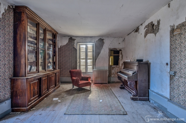 photo-urbex-chateau-des-chimeres-medecin-chateau-abandonne-11