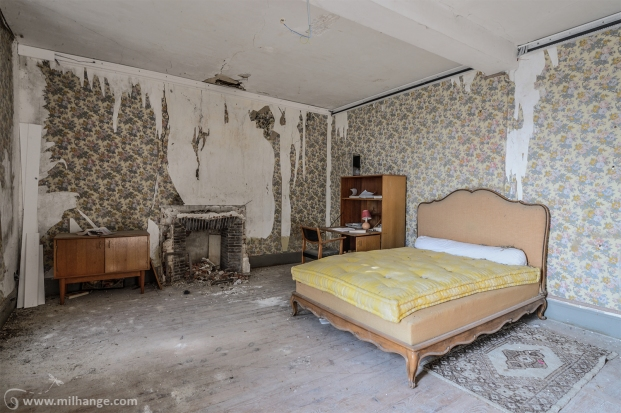 photo-urbex-chateau-des-chimeres-medecin-chateau-abandonne-4