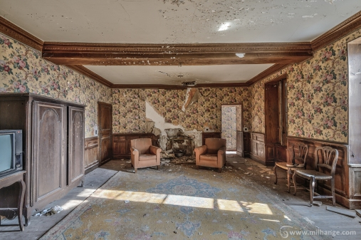 photo-urbex-chateau-des-chimeres-medecin-chateau-abandonne-6