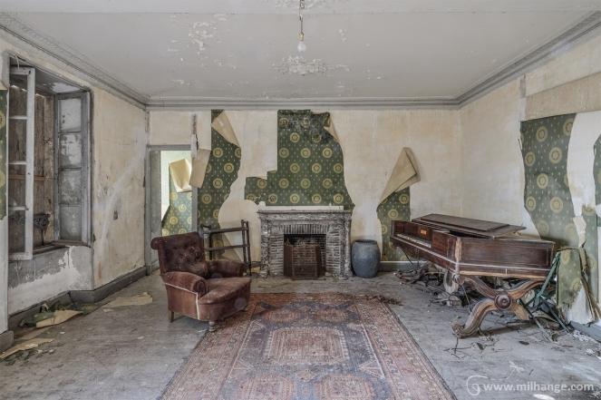 photo-urbex-chateau-des-chimeres-medecin-chateau-abandonne-8