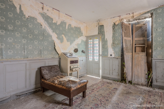 photo-urbex-chateau-des-chimeres-medecin-chateau-abandonne