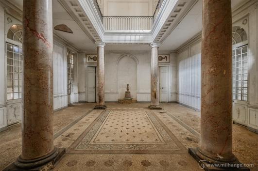 photo-urbex-chateau-pv-abandonne-temple-olympe-2