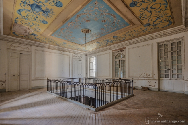 photo-urbex-chateau-pv-abandonne-temple-olympe-4
