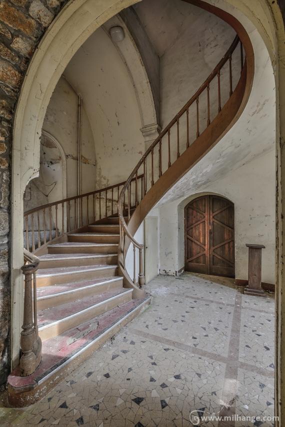 photo-urbex-prieure-de-venus-abbaye-chapelle-cloitre-abandonnee-7