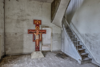 photo-urbex-prieure-de-venus-abbaye-chapelle-cloitre-abandonnee-8