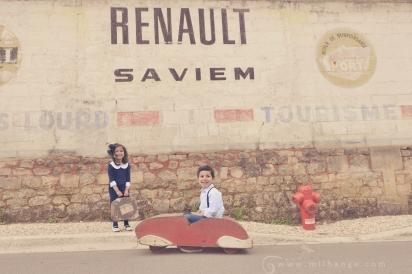 photographe-enfant-vintage- voiture- ruelle-art-bordeaux-gironde-arcachon-saintes-fraternité-2