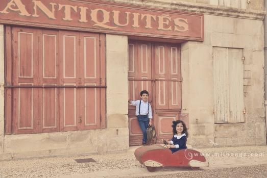 photographe-enfant-vintage- voiture- ruelle-art-bordeaux-gironde-arcachon-saintes-fraternité-3