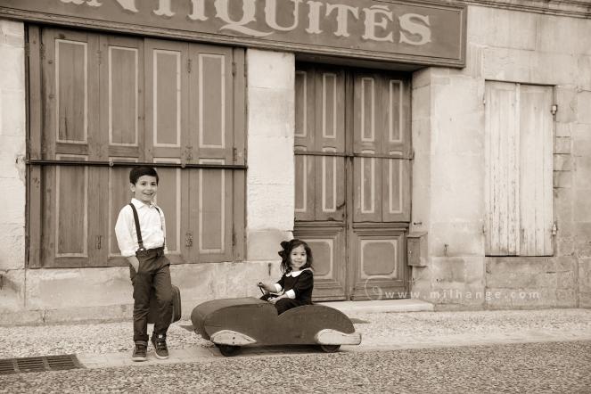 photographe-enfant-vintage- voiture- ruelle-art-bordeaux-gironde-arcachon-saintes-fraternité-4