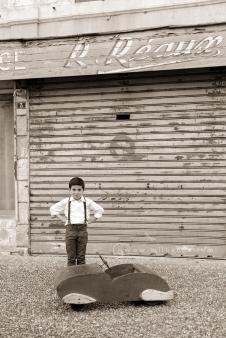 photographe-enfant-vintage- voiture- ruelle-art-bordeaux-gironde-arcachon-saintes-fraternité-7