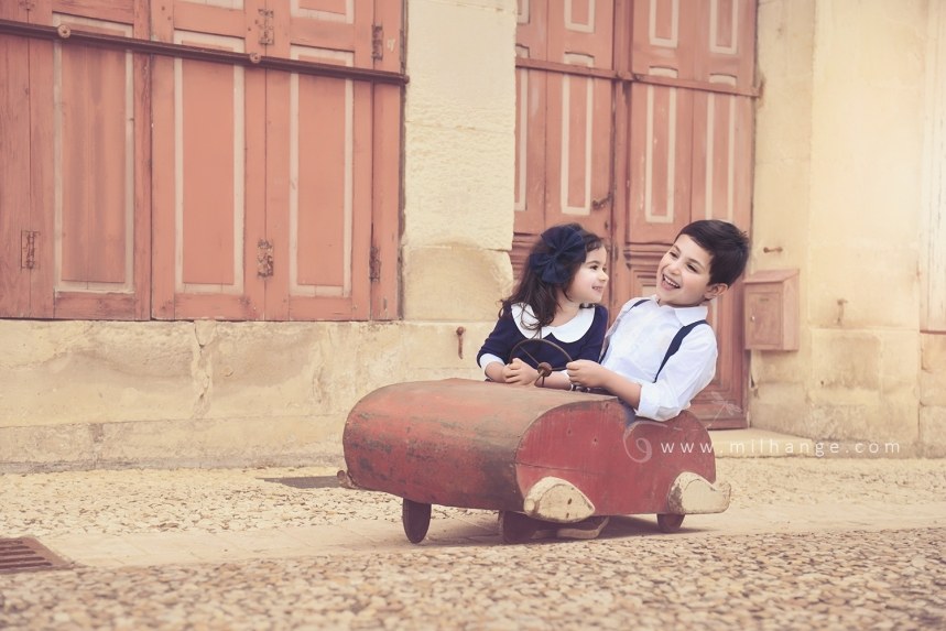 photographe-enfant-vintage- voiture- ruelle-art-bordeaux-gironde-arcachon-saintes-fraternité