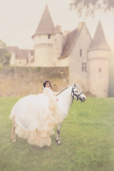 photo-enfant-cheval-feerie-conte-chateau-bridoire-dordogne-10