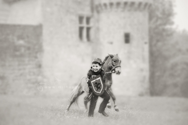 photo-enfant-cheval-feerie-conte-chateau-bridoire-dordogne-12