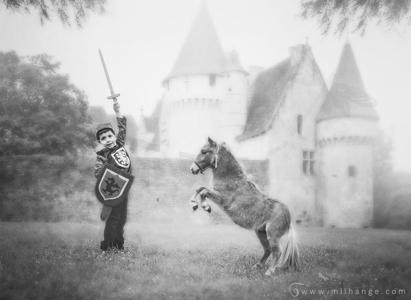 photo-enfant-cheval-feerie-conte-chateau-bridoire-dordogne-4