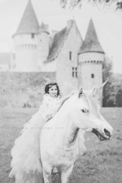 photo-enfant-cheval-feerie-conte-chateau-bridoire-dordogne-5