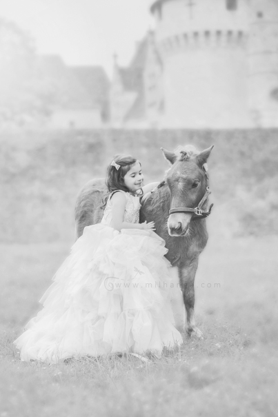 photo-enfant-cheval-feerie-conte-chateau-bridoire-dordogne-8