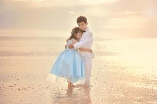 photo-enfant-frere-et-soeur-mer-plage-piano-10