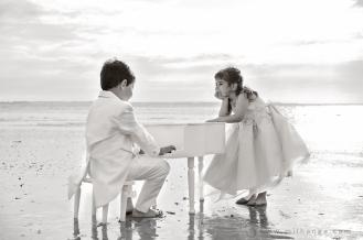 photo-enfant-frere-et-soeur-mer-plage-piano-4