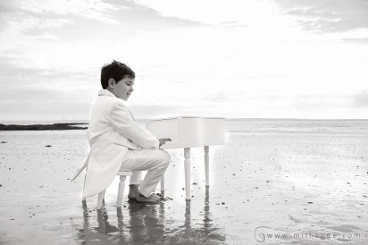 photo-enfant-frere-et-soeur-mer-plage-piano-5