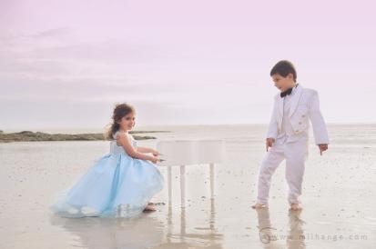 photo-enfant-frere-et-soeur-mer-plage-piano-6