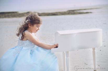 photo-enfant-frere-et-soeur-mer-plage-piano-7
