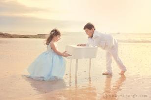 photo-enfant-frere-et-soeur-mer-plage-piano-8