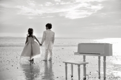 photo-enfant-frere-et-soeur-mer-plage-piano-9