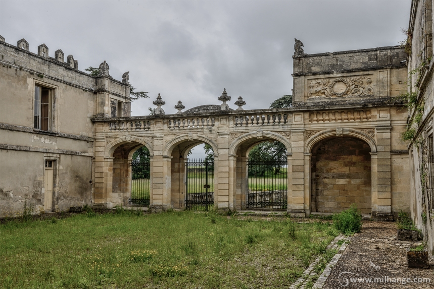 photo-urbex-chateau-du-roi-de-pique-decay-abandoned-castle-14