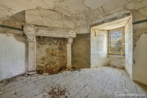 photo-urbex-chateau-du-roi-de-pique-decay-abandoned-castle-2