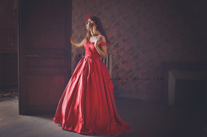 photo-urbex-manoir-abandonne-robe-hera-ambrine-collection-bordeaux-3