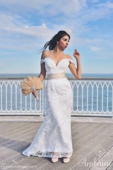 robe-location-bordeaux-mariée-fourreau-dentelle-chic-hikari-3