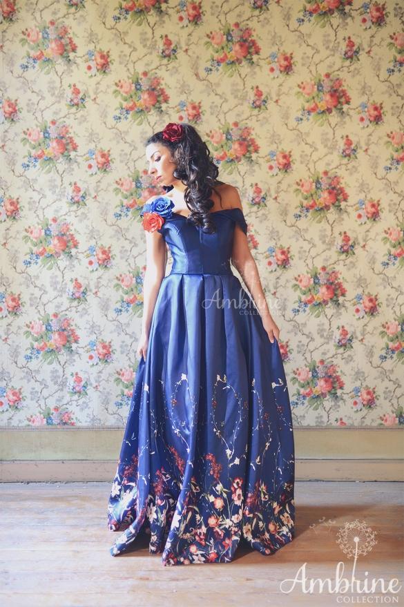location-robe-de-soiree-bordeaux-bleu-lune-fleurs-3