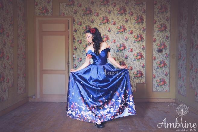 location-robe-de-soiree-bordeaux-bleu-lune-fleurs